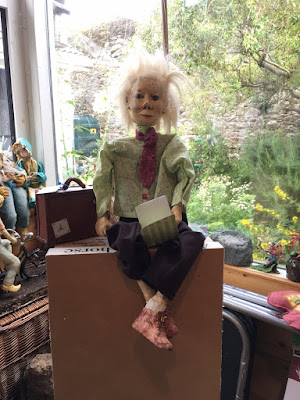 Johhny Dwyer puppet ready to go to puppet symposium .Corina Duyn