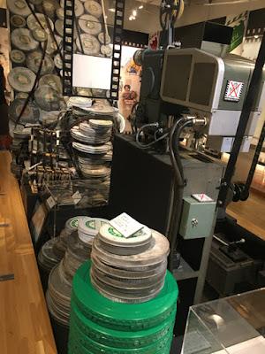 山田洋次ミュージアムに積まれた撮影テープの山