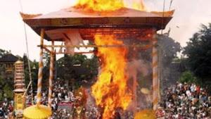 Upacara Ritual Adat Ngaben Masyarakat Bali