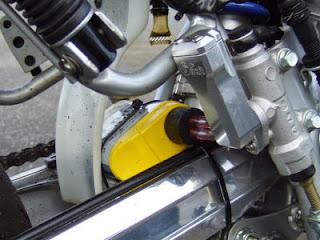 xr100モタードに取付けたスペシャルなガソリンキャッチタンク