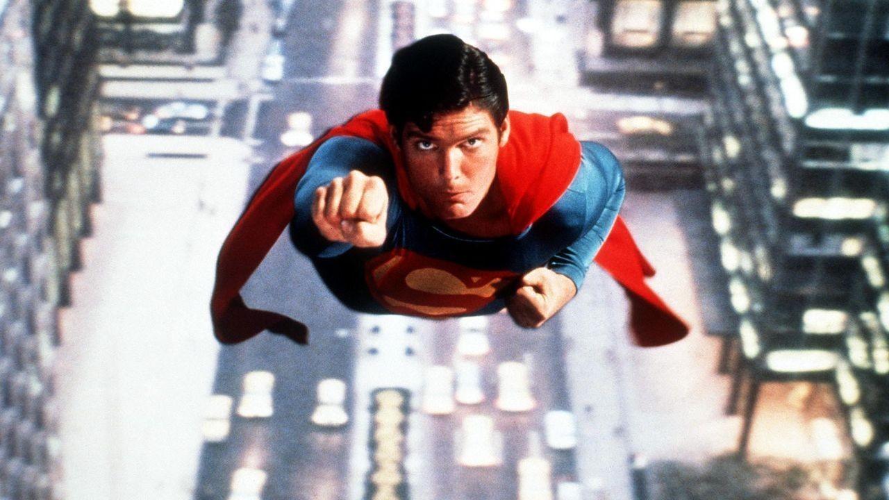 Fotograma de la película Superman de 1978: muestra a Christopher Reeve volando
