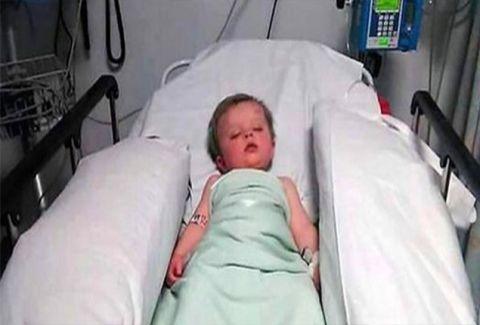 Οι γιατροί είπαν στη μαμά να αποχαιρετήσει το μωρό της. Όταν όμως ξύπνησε, το είδε έτσι!