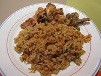 Paella de arroz con conejo y pollo