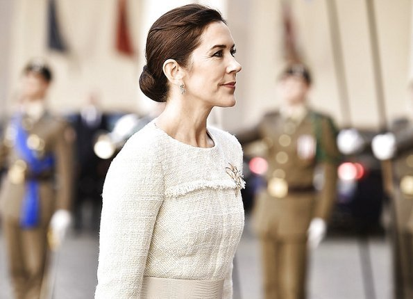 5d1770cc2b4 Crown Prince Frederik and Crown Princess Mary met with President Sergio  Mattarella. Prada nude pointed