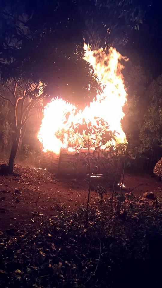 Tres casa fueron reducidas a cenizas por un voraz incendio en el paraje calle caliente de  La Guázara.