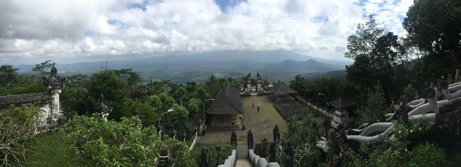 Balilla temppelillä.