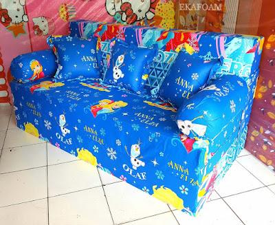Sofa bed inoac motif frozen Anna elza biru