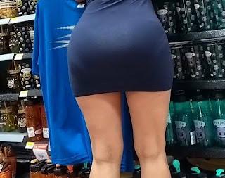 Preciosa chica vestido pegado