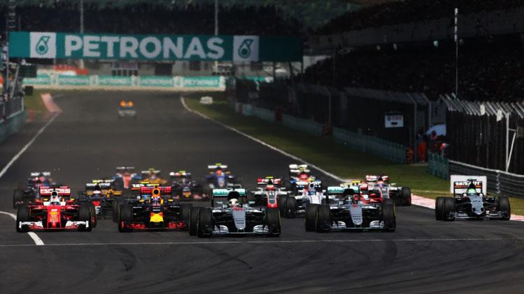 Salida del GP de Malasia 2016 de F1