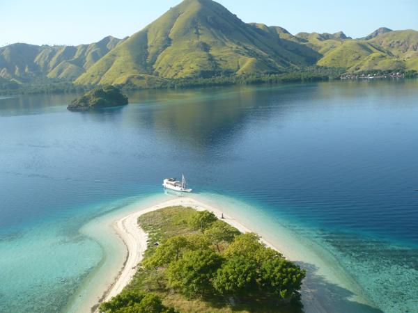 foto pantai ruteng dari pulau kelor