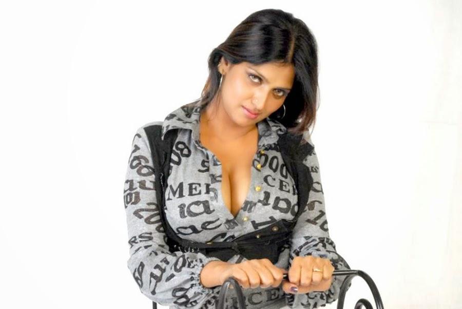 Bhuvaneswari Aunty Latest Spicy Images, Latest Actress