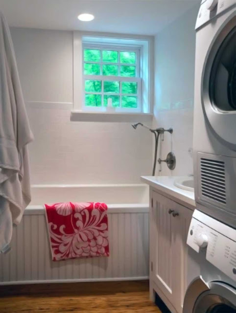 Washing machine in a small bathroom for Space Saving