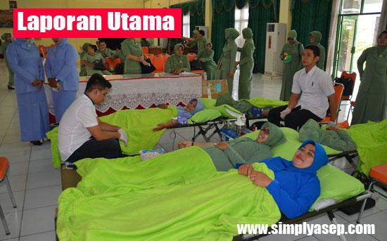 DONOR DARAH : Suasana saat berlangsungnya kegiatan donor darah dalam rangka HUT TNI Ke 72 di Lanud Supadio. Photo courtesy Kepala Penerangan TNI AU Lanud Supadio