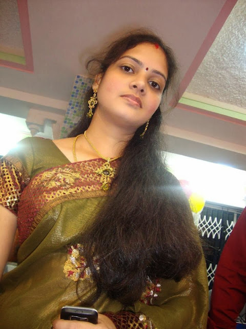 31 Indian Housewifes And Girls In Saree Pictures Gallery -2607