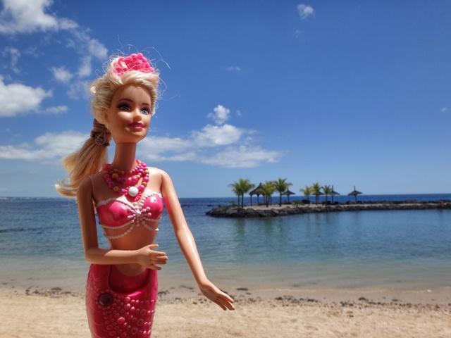 Barbie disfrutando de sus vacaciones en el Intercontinental Hotel Mauritius Balaclava Resort