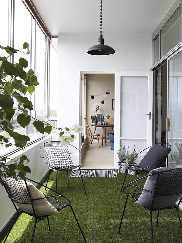 terraza urbana con cesped artificial chicanddeco