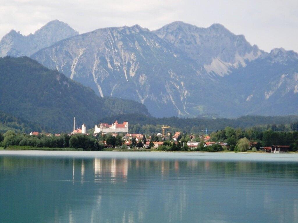 Passeio de barco pelo Lago Forggensee na Alemanha