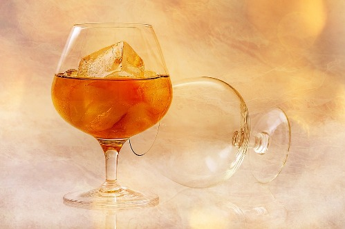 image:pixabay.com/en/alcohol-glass-ice-cubes-brandy-585804/