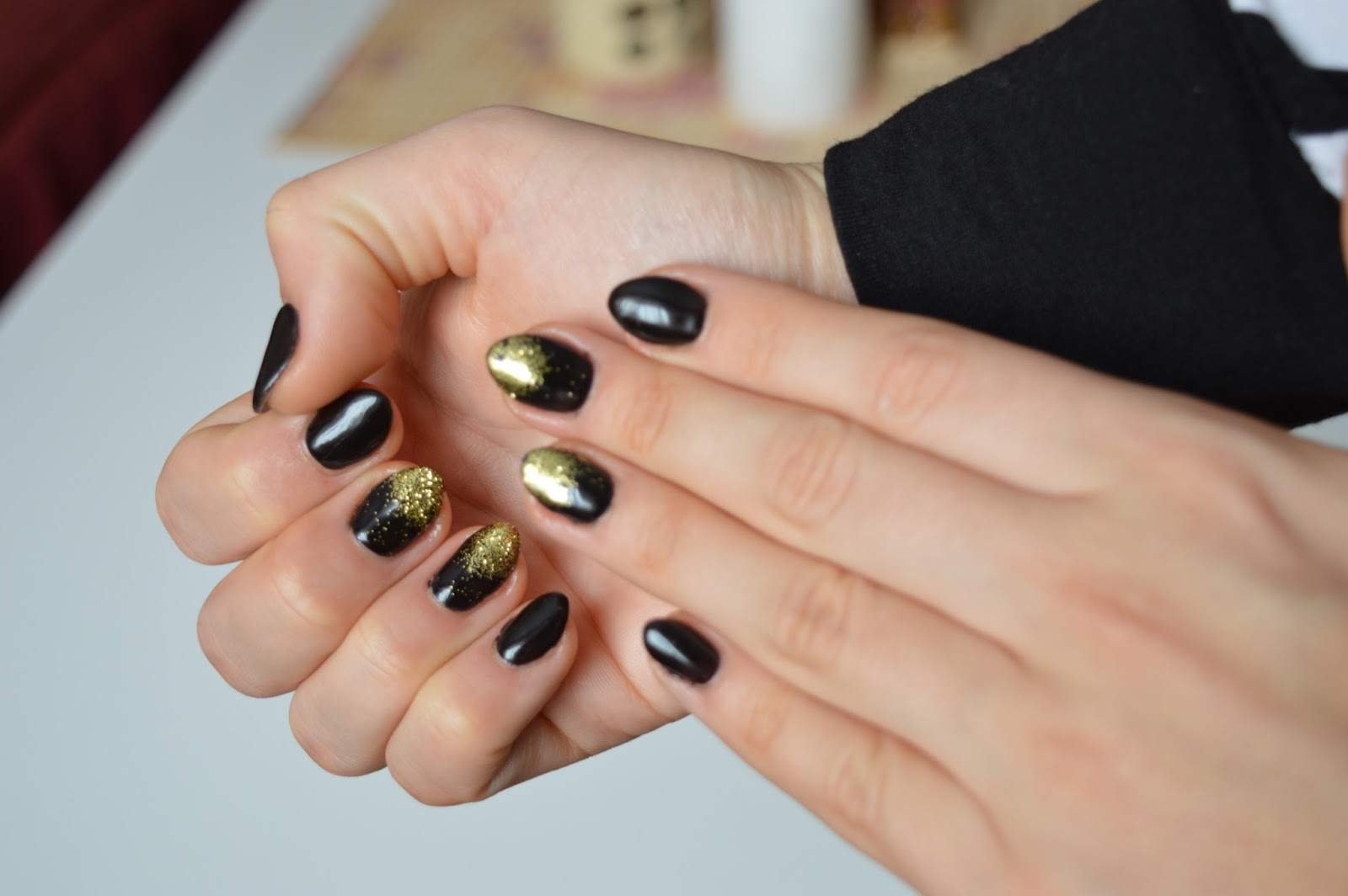 black golden nails gel
