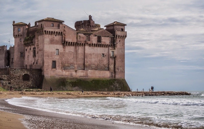 Italy Santa Severa A Free Beach With Castle To Boot