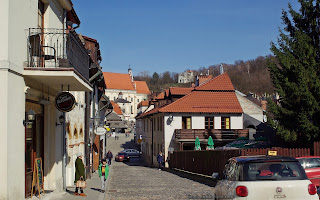 http://fotobabij.blogspot.com/2016/04/kazimierz-dolny-ul-klasztorna-balkon.html