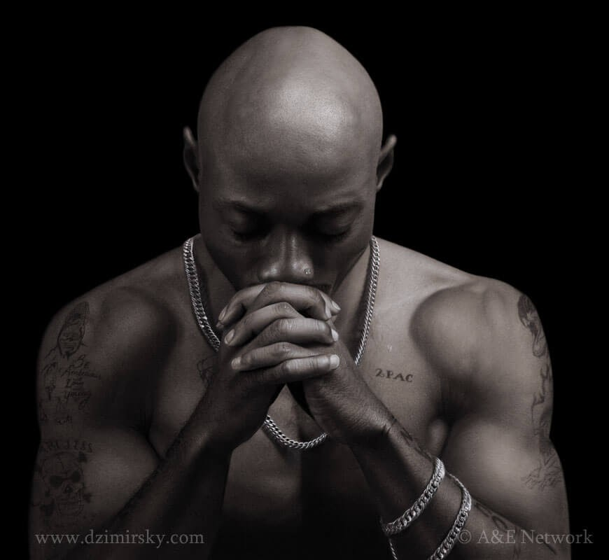 06-Tupac-Dirk-Dzimirsky-Charcoal-and-Pencil-Portrait-Drawings-www-designstack-co
