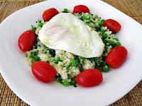 Σαλάτα πλιγούρι, αρακά και αυγό - by https://syntages-faghtwn.blogspot.gr