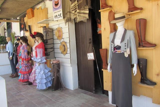 Spaanse kleding, te koop in El Rocio, Spanje