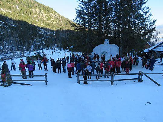 Śnieżna szopka przy Rainerowej Chatce.
