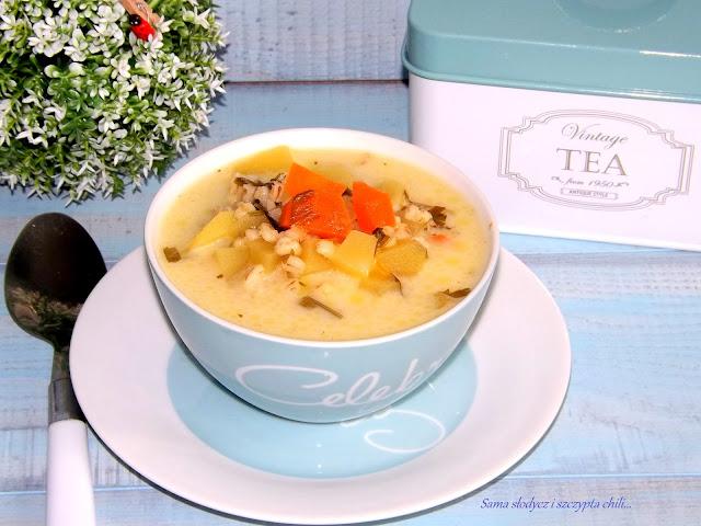 Zupa jarzynowa z kaszą pęczak.