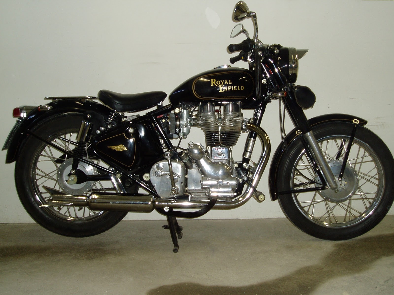 Bullet 350 Hd Wallpaper Online Wallpapers Shop Royal Enfield Bullet Motorcycle
