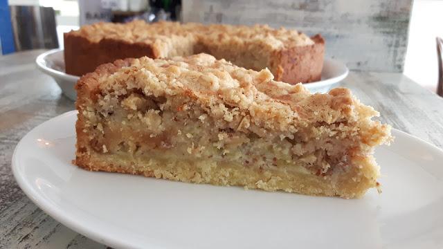 Saftiger Rhabarberkuchen mit knusprigen Streuseln - Rezept