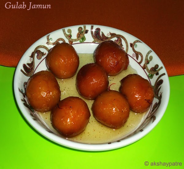 gulab jamun in a serving plate