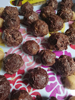 a tray of the balls ready to go in the fridge