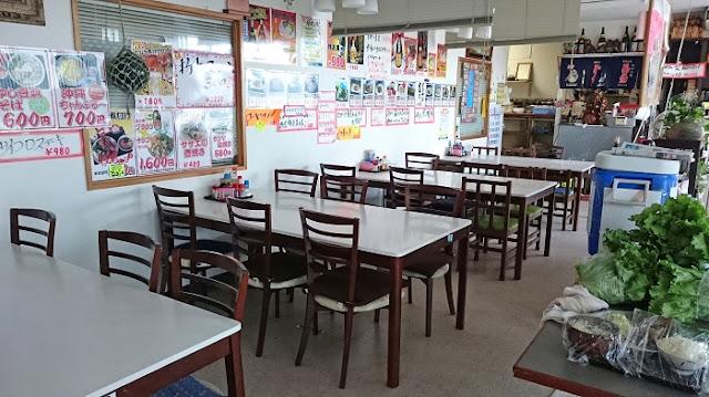 かね食堂 与那城店の店内の写真