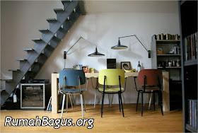 desain rumah: desain tangga dan pemanfaatan ruang bawah tangga
