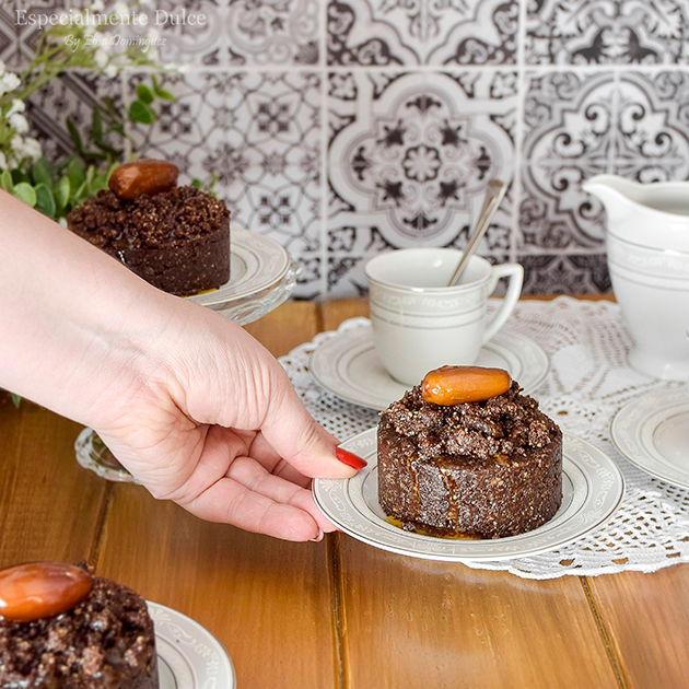Brownie vegano de datiles sin gluten sin horno chocolate