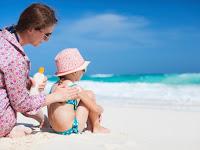 Jangan Sampai Kulit Anak Terbakar Saat Di Pantai! Seperti Inilah Bahayanya