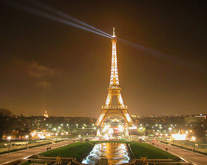 Night photo of the Eiffel Tower, courtesy of Destination 360