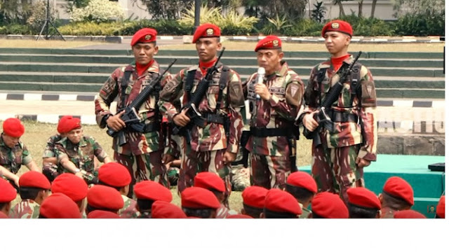 Viral KSAD Jenderal Mulyono Buang Pangkat di Depan Prajurit Kopassus