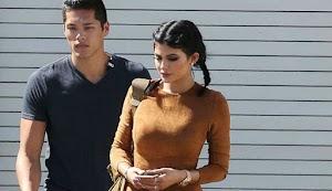 Heboh Bayi Kylie Jenner Mirip Pengawalnya yang Ganteng
