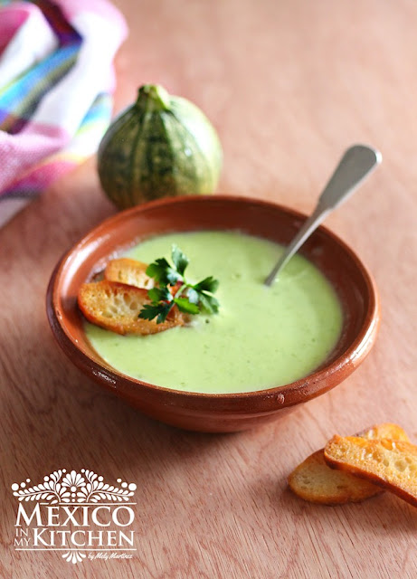 Zucchini Cream soup recipe, also known as sopa de calabacitas.