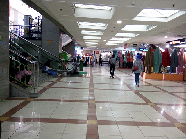 Pasar Tanah Abang di Minggu Pagi