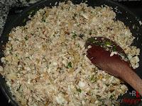 Cebolla, atún, merluza y perejil mezclados