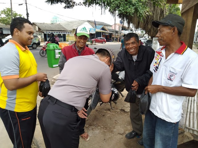 Petugas Becak, Rahmad : Terimakasih Nasi Bungkusnya Pak Polisi