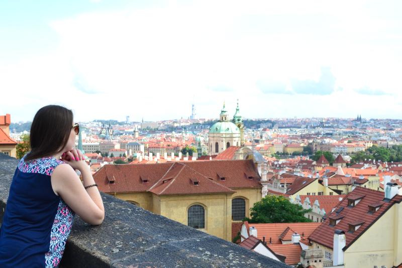 widok na Pragę z zamku na Hradczanach
