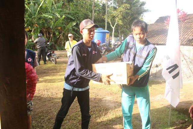 Penyaluran Bantuan ke Korban Longsor Banaran, Pulung, Ponorogo