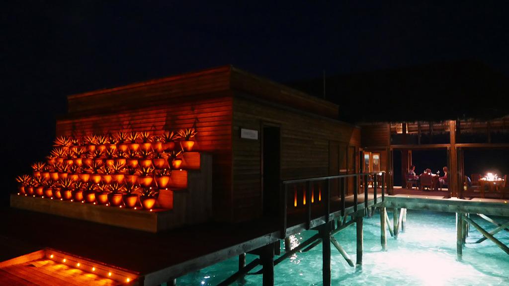 Euriental | fashion & luxury travel | Conrad Maldives, Mandhoo restaurant