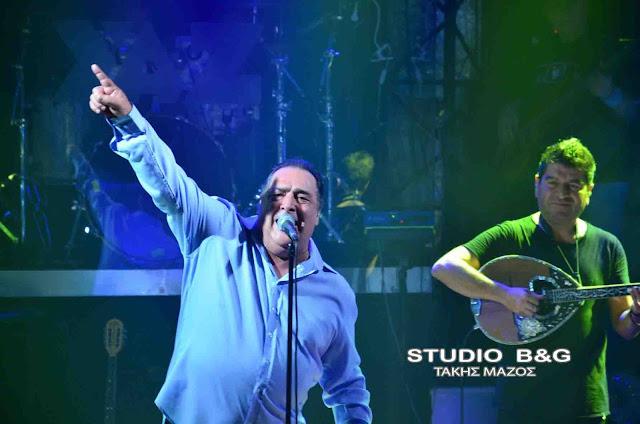 Σεισμό προκάλεσε η εμφάνιση του Βασίλη Καρρά στο YAZ MUSIC HALL στο Ναύπλιο