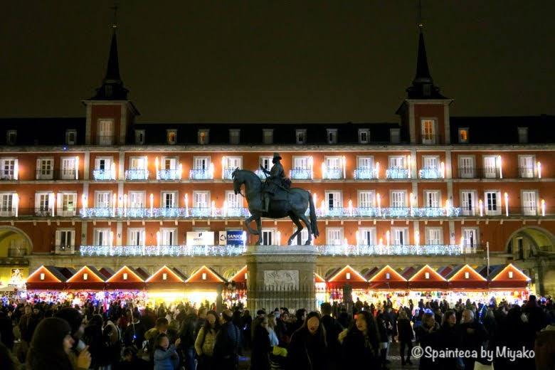 スペイン、マドリードのマヨール広場のクリスマスマーケットの風景